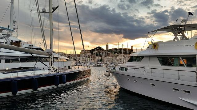 Visiting The Red Carpet in Kan City - Travel to Cannes City