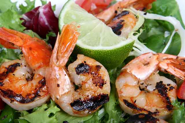 10 Minutes simple grilled shrimp skewers recipe