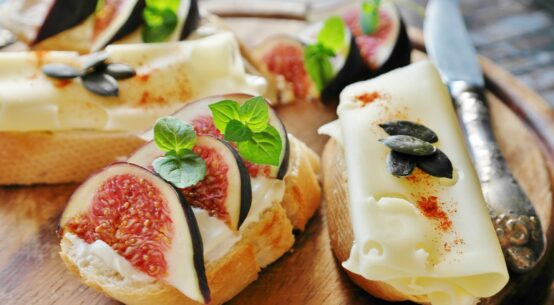 4 Breakfast Recipes: Fig with Toast and Cheese