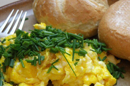 French-style Scrambled Eggs Recipe - Hello world Magazine